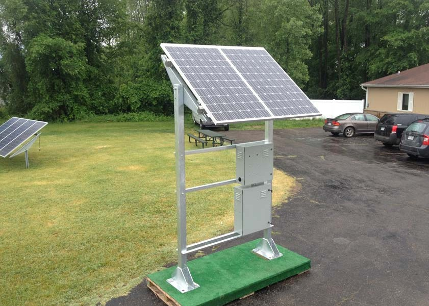 solar gas wellhead monitor system mounted to pallet